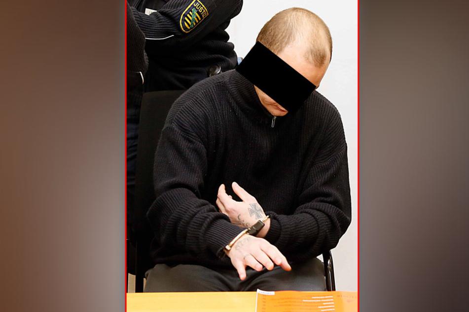 Florian R. (23) sitzt derzeit eine Geldstrafe ab und muss sich wegen Raubes  verantworten.