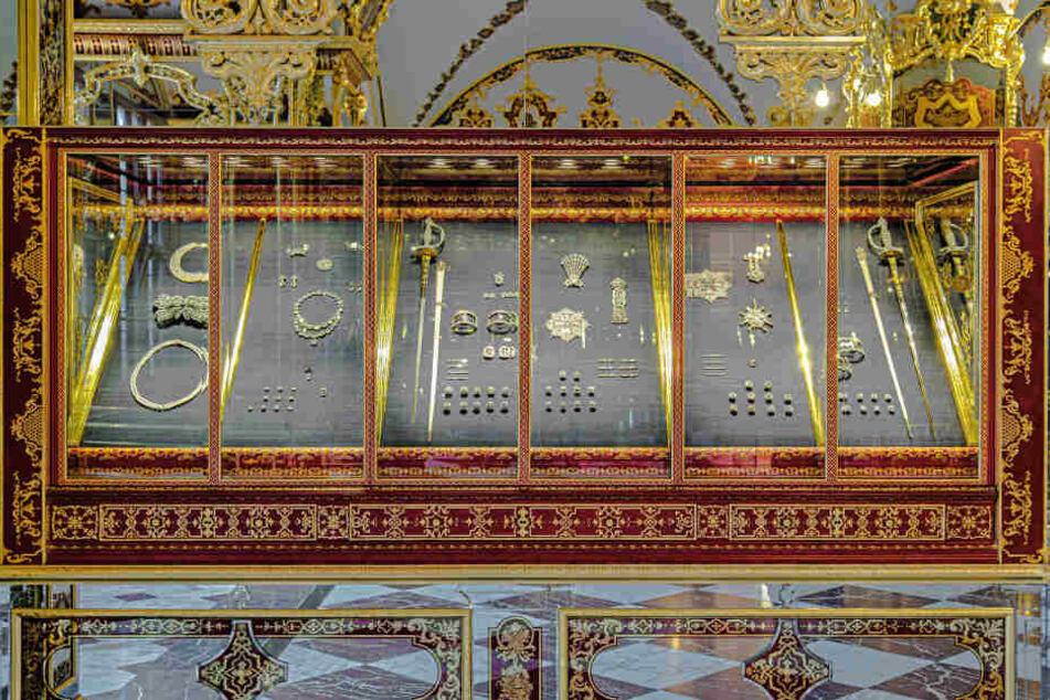 Ein mysteriöser Kunstfreund will, dass die Vitrine in Sachsens Schatzkammer bald wieder so aussieht.