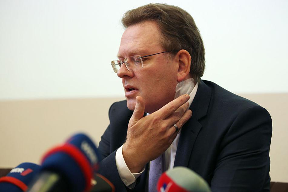 Der Bürgermeister von Altena, Andreas Hollstein (56, CDU), wurde in einem Dönerladen mit dem Messer angegriffen.