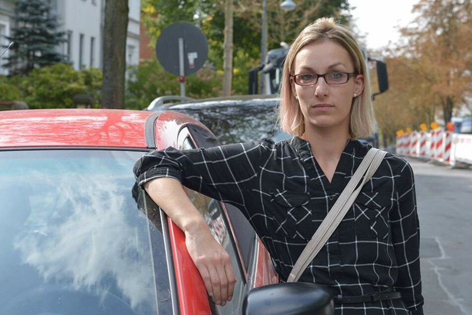 Nadine Oettel (28) aus der Heinrich-Beck-Straße hat die Nase voll von den  löchrigen Straßen.