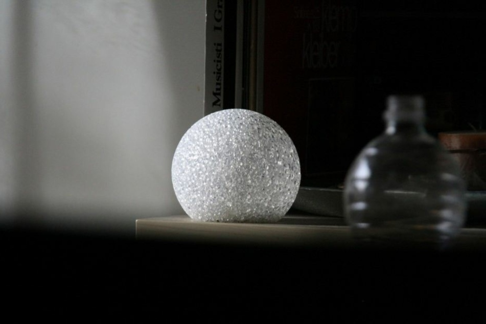 Die Kristallkugel gilt als eines der wichtigsten Hilfsmittel, um in die Zukunft zu schauen.