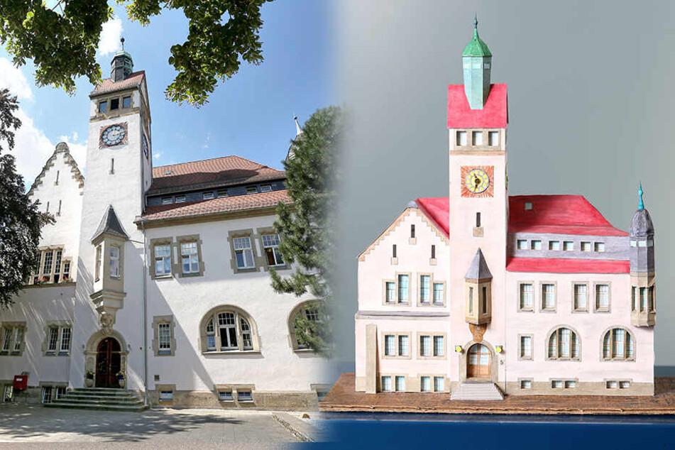 Die Rathaus Siegmar liegt zwischen der Gaußstraße (frühere Rathausstraße) und der Alten Mühle (frühere Moßigmühle), direkt am Siegmarer Park. Es zählt zu den größeren Exemplaren.