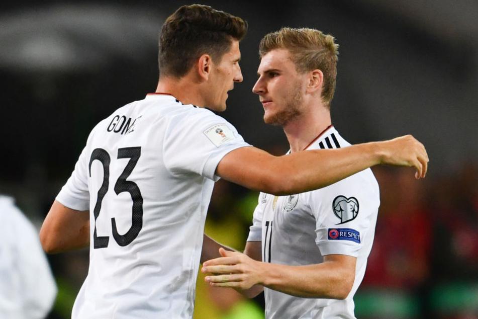 Zwei, die sich kennen, schätzen und um die WM-Plätze im Sturm konkurrieren: Mario Gomez (l.) und Timo Werner.