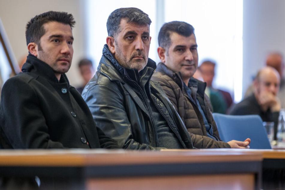 Hinterbliebene und Freunde von Turgut nehmen an der Tagung zum Todestag des NSU-Opfers teil.