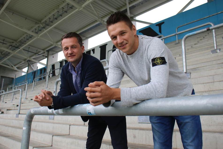 Die Überzeugungsarbeit von Sportvorstand Thomas Sobotzik (l.) hat gefruchtet. Torjäger Daniel Frahn geht mit Chemnitz in die vierte Liga.