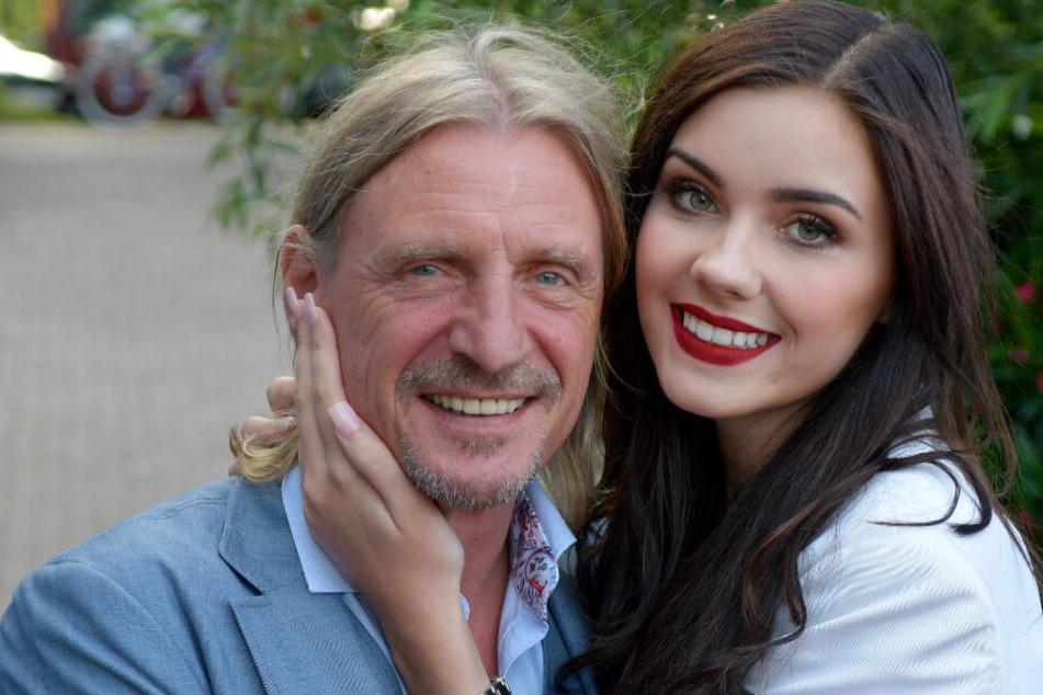 Die 22-Jährige zeigt sich mit ihrem Verlobten Frank Otto frisch verliebt.
