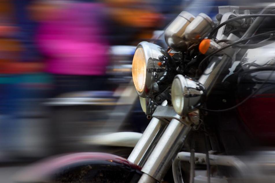 Der Biker schaffte es, sich mit rasanten Manövern der Kontrolle zu entziehen. (Symbolbild)