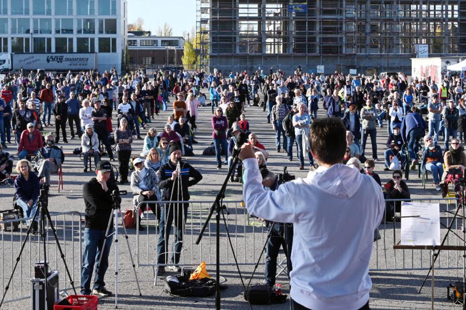 """Die """"Querdenken""""-Demonstrationen, wie hier in Karlsruhe, dürfen am Samstag nicht in Mannheim stattfinden."""