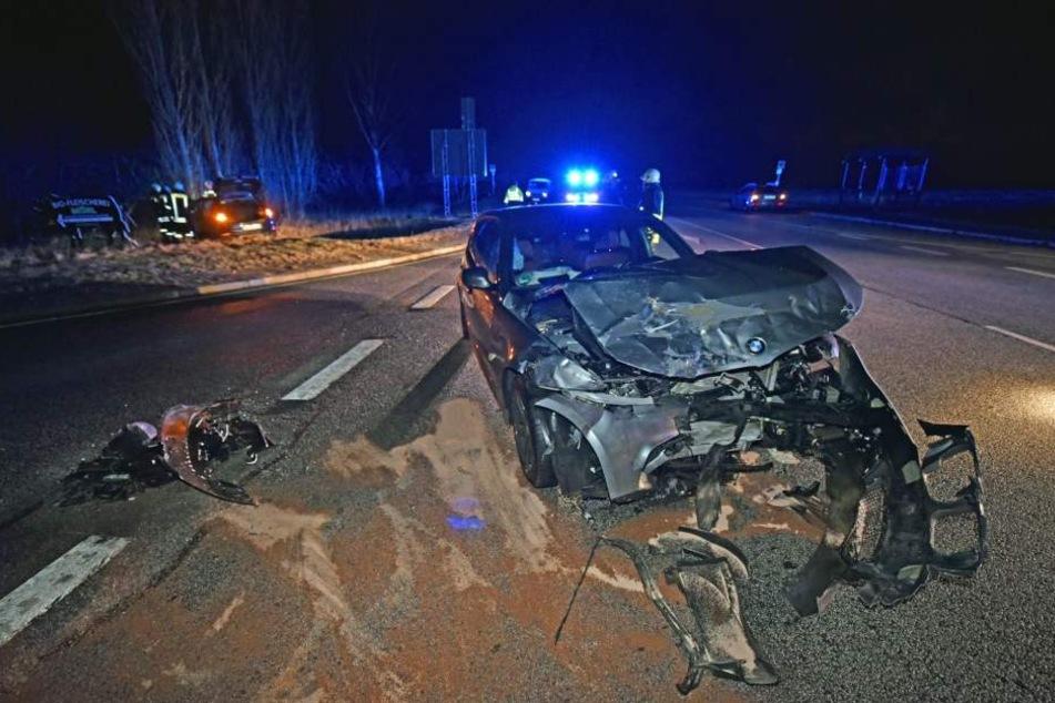 Die BMW-Fahrerin konnte nicht mehr rechtzeitig bremsen und krachte in den VW.