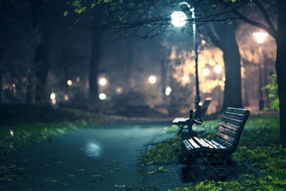 Abends im Stadtpark: 14-jähriges Mädchen belästigt