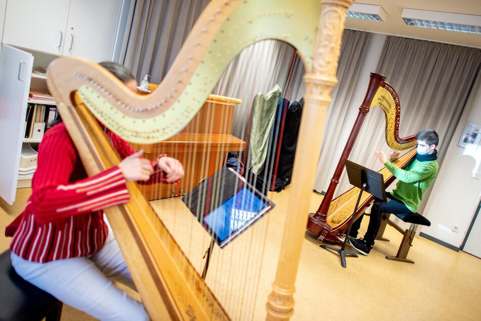 Der Verband Deutscher Musikschulen hofft auf die baldige Öffnung aller Musikschulen.