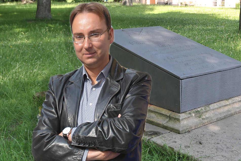 Stadthistoriker sauer! Vandalen beschmieren Grab-Denkmal