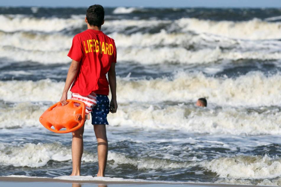 Am Sonnntag ist ein Urlauber aus Sachsen-Anhalt beim Schwimmen in der Ostsee ums Leben gekommen. (Symbolbild)