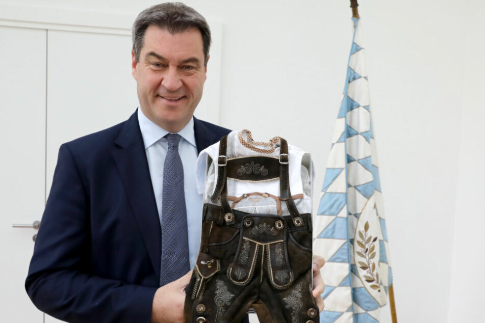 Markus Söder mit der Mini-Tracht.