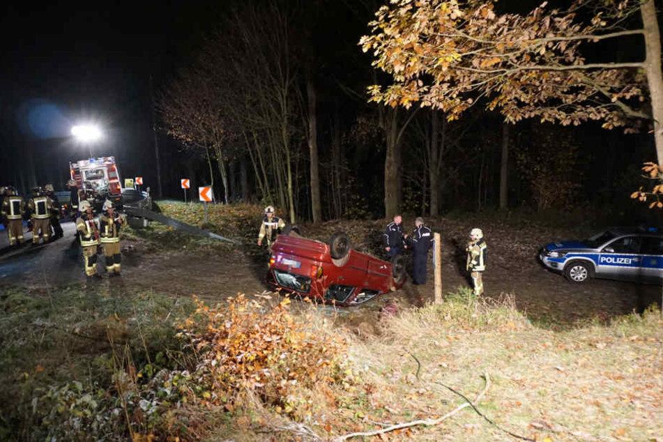 In der Nähe von Lückendorf ist am Mittwochabend ein Auto von der Straße abgekommen und überschlug sich.