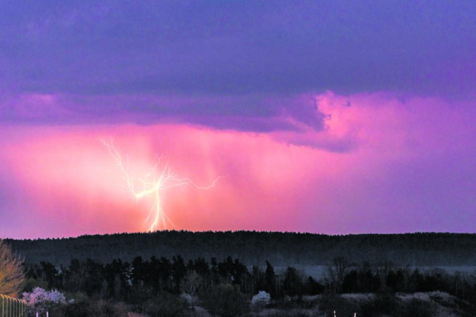 2167 Blitze schlugen am Dienstag in Sachsen ein.
