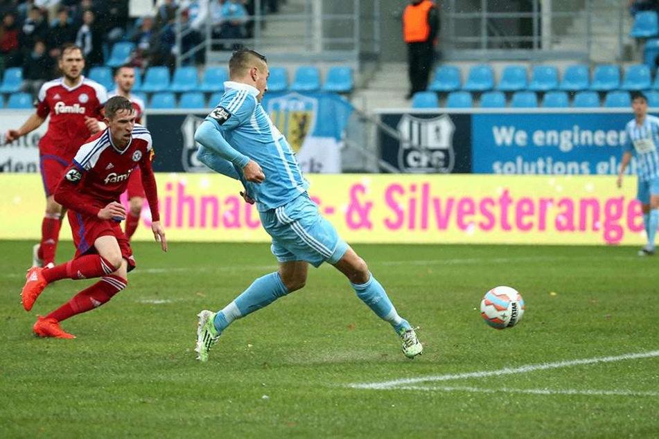 Frahn trifft zur Zeit wie er will, hier zum 1:0 gegen Holstein Kiel.