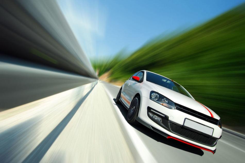 Ein Autofahrer war auf der A72 mit mehr als 200 km/h unterwegs. (Symbolbild)