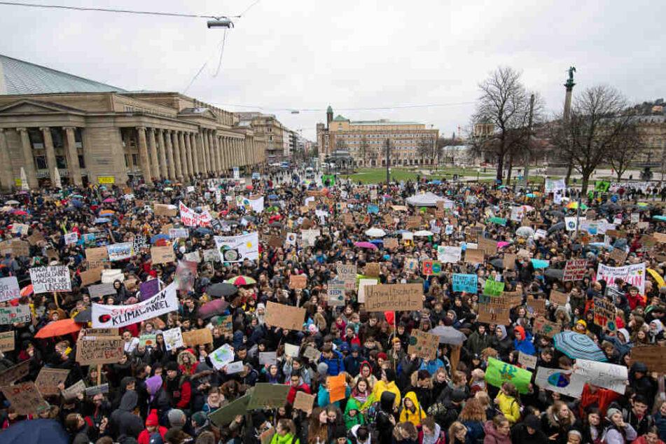 Am 15. März demonstrierten zahlreiche Schüler auf dem Stuttgarter Schlossplatz für mehr Klimaschutz.