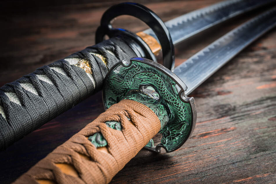Mieter mit Samurai-Schwert bedroht: Was der Täter fordert, ist kurios