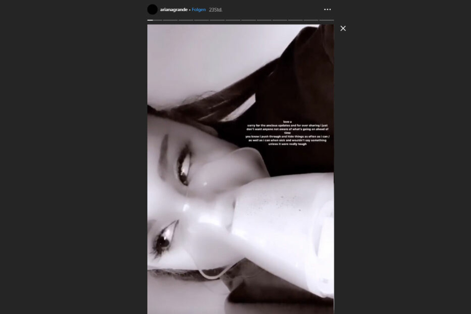 Ariana Grande mit einem Beatmungsgerät.