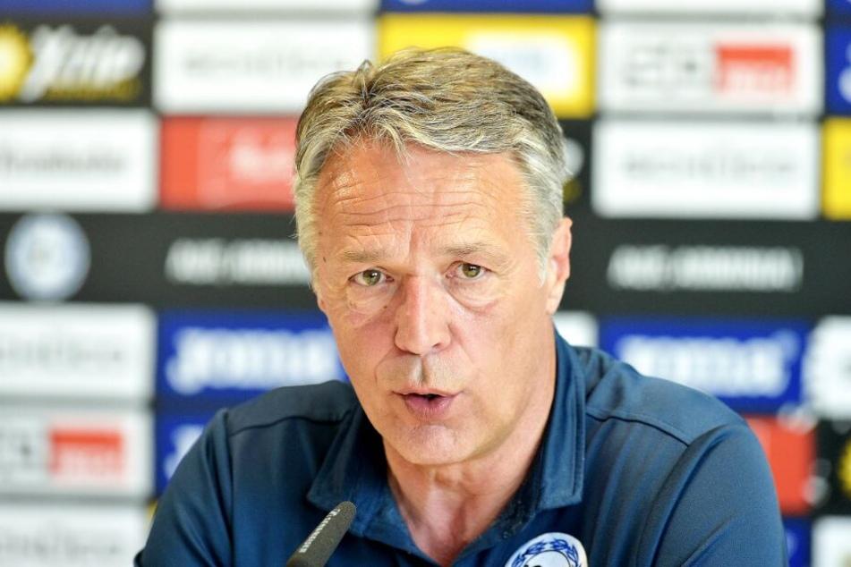 Trainer Uwe Neuhaus verlangt mehr Konzentration von den DSC-Kickern.