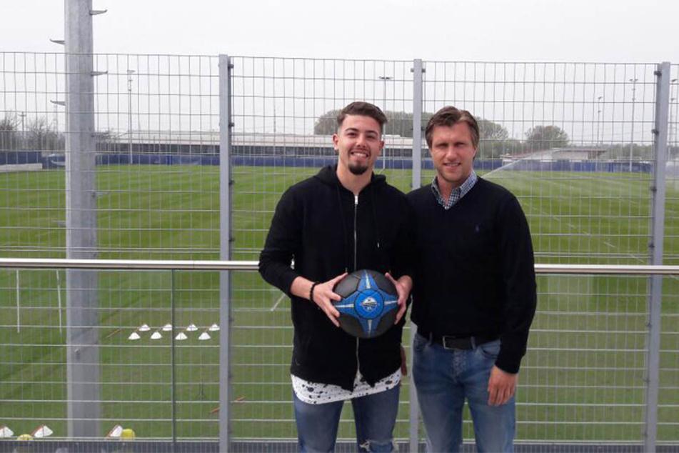 Aykut Soyak (li.) und Geschäftsführer Markus Krösche freuen sich auf die weitere Zusammenarbeit.