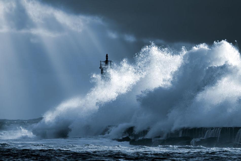 Experten befürchten nun heftige Tsunamis und haben eine Warnung herausgegeben. (Symbolbild)