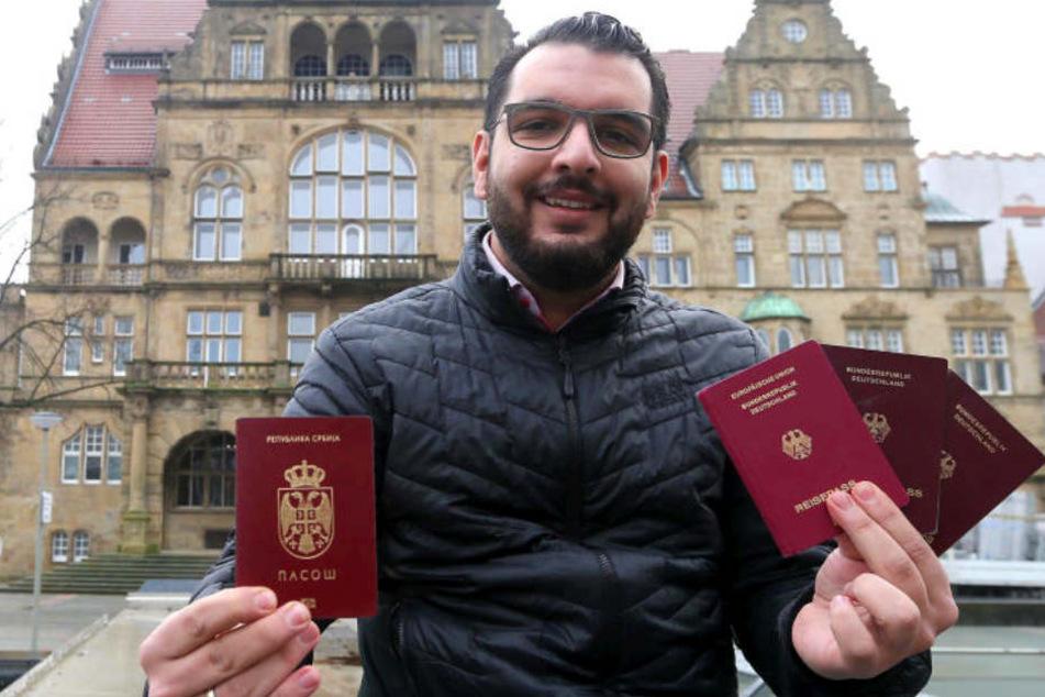 Während seine Zwillinge Deutsche sind, ist Daniel Fan immer noch Serbe.