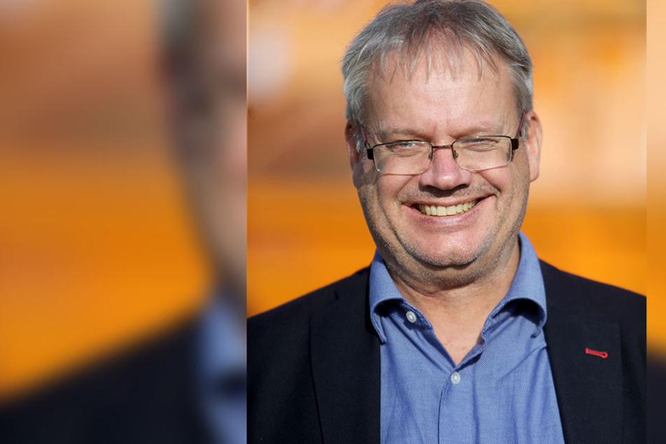 ASR-Betriebsleiter Dirk Behrendt (56) setzt der Umwelt zuliebe weniger Salz und mehr Lauge ein.