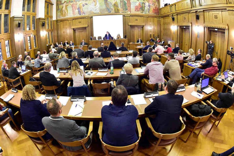 Wieder kontroverse Debatte im Stadtrat. Letztlich stand die Mehrheit. Der CFC kann 1,26 Millionen Euro auf der Habenseite verbuchen.