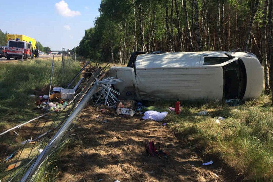 Die beiden Insassen wurden bei dem Unfall schwer verletzt.