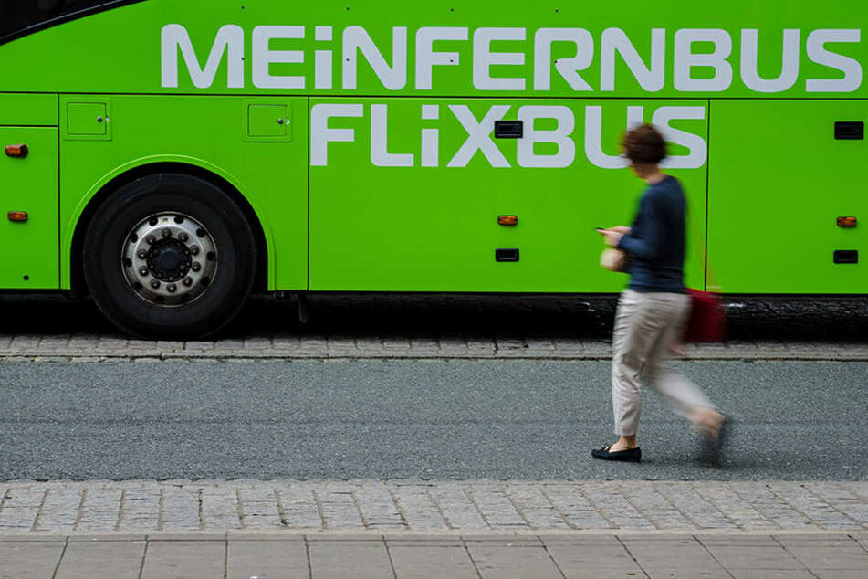 Die Mutter alarmierte sofort die Polizei, nachdem der Flixbus nicht mehr da war. (Symbolbild)