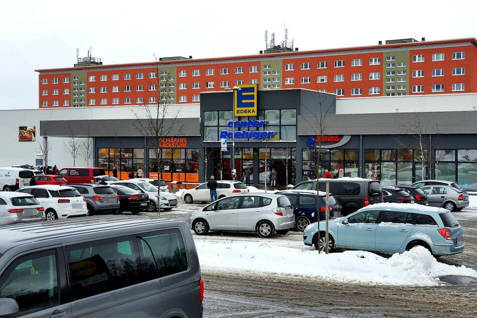 Der Edeka-Markt im Heckert-Gebiet hat regelmäßig mit Einkaufswagen-Verweigerern zu kämpfen.