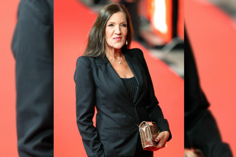 Katy Karrenbauer präsentiert sich auf dem roten Teppich.
