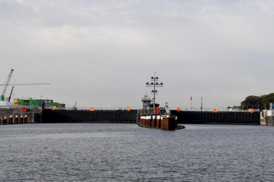 Die Schleusenanlage am Nord-Ostsee-Kanal wurde für große Schiffe gesperrt. (Archivbild)