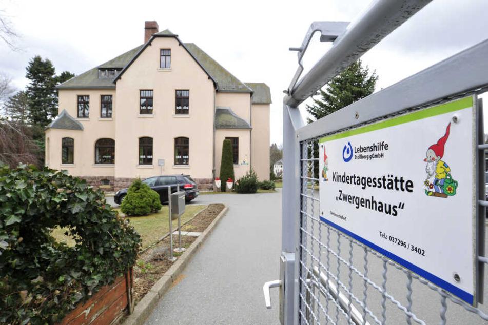 """Freude über Zuwendung: Das """"Zwergenhaus"""" in Stollberg ist eine der Kitas, die von Fördermitteln profitieren."""