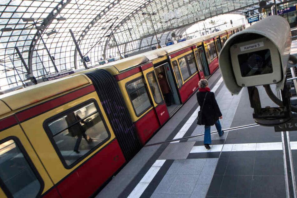 Berlin: Chaos am Hauptbahnhof: Kein S-Bahn-Zugverkehr!