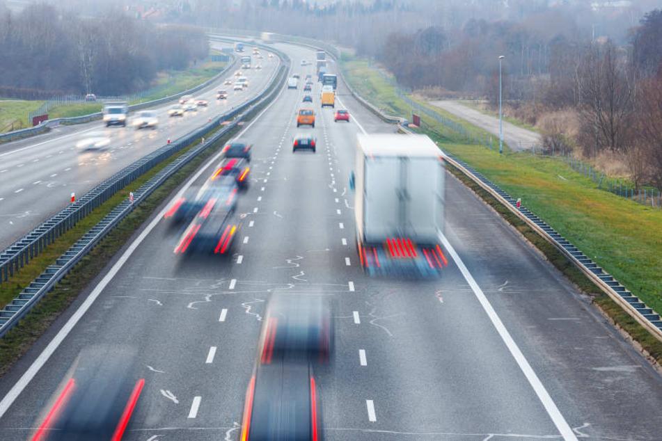 Die Polizei verfolgte den Autofahrer über 100 Km lang (Symbolbild).