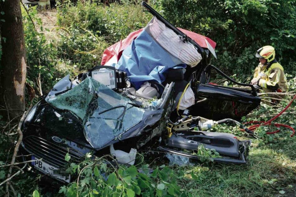 Von dem Ford Fiesta war nach dem Crash nicht mehr viel übrig.