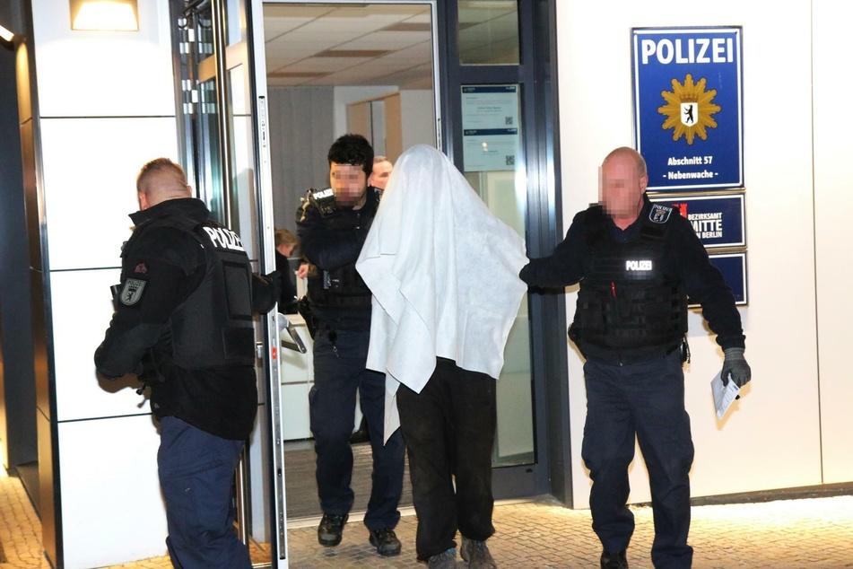 Die Polizei nahm einen Tatverdächtigen vorläufig fest.