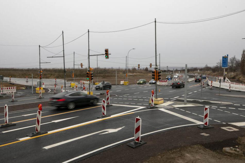 Über diese Kreuzung soll das Erlebnisdorf aus Richtung Autobahn angefahren werden. Aus Richtung Altenberg kommend, wird dagegen ein Linksabbiegen nicht erlaubt sein.