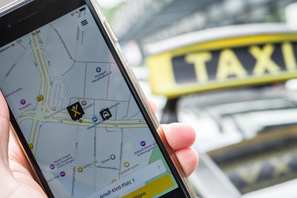 """Ein Klick genügt und schon eilt das Taxi herbei: Die App """"MyTaxi"""" macht's möglich."""