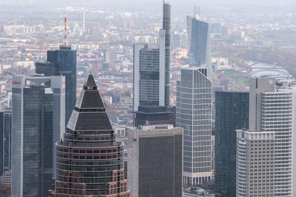 In Frankfurt kann man im Sommer im Citybeach die Aussicht genießen. (Symbolbild)