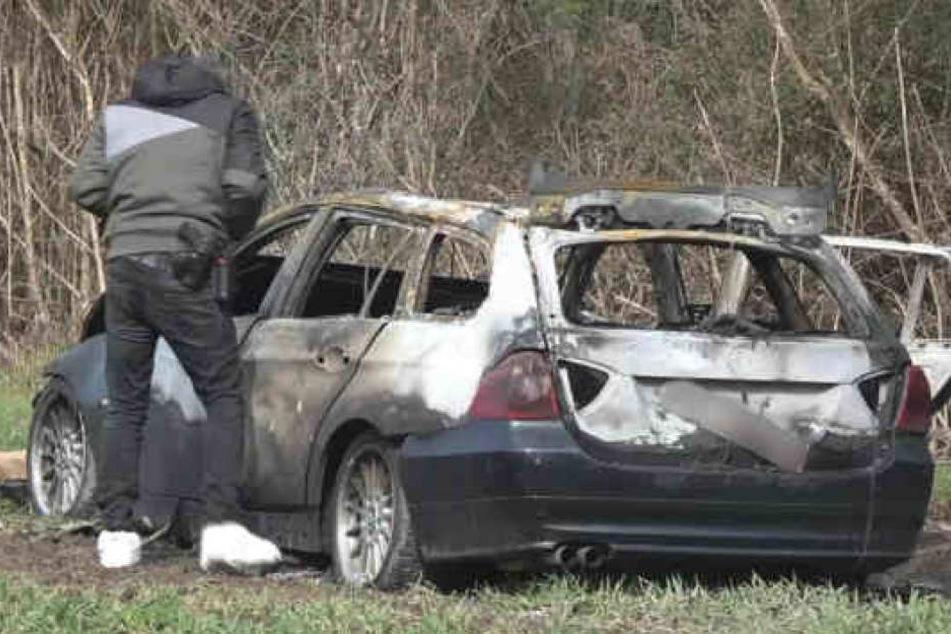 Das vermutliche Fluchtauto der Täter wurde ausgebrannt aufgefunden.
