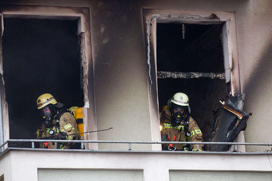 Nach einem Wohnungsbrand in Neu-Hohenschönhausen schwebt ein Mann in Lebensgefahr. (Symbolbild)