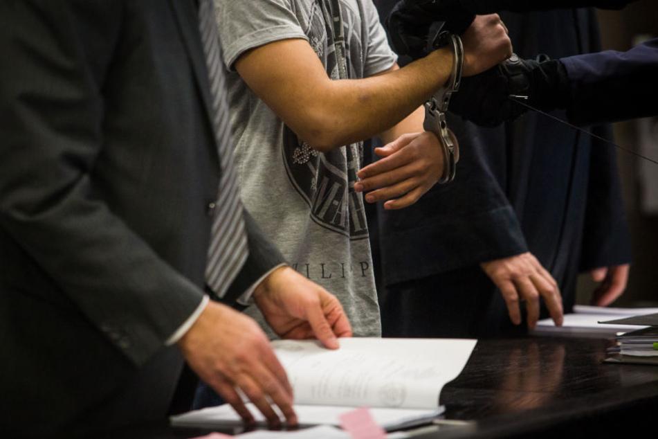 Als Teenie zum Islamischen Staat? Mutmaßlicher Terrorist vor Gericht