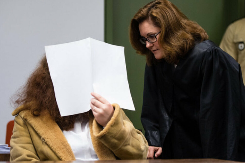 Gabriele P. steht wegen Mordes vor Gericht. Doch ihre Hochzeit ist trotzdem schon geplant.