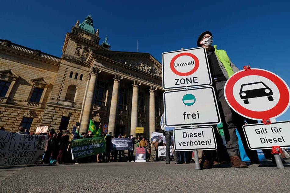 Umweltaktivisten am Donnerstag vor dem Bundesverwaltungsgericht. Sie hoffen auf ein Diesel-Fahrverbot.