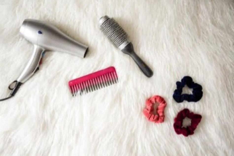 Auch beim Styling der Haare sollte man darauf achten, sie nicht unnötig zu strapazieren.